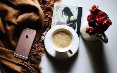 فنجان قهوة ممزوج بالثقافة